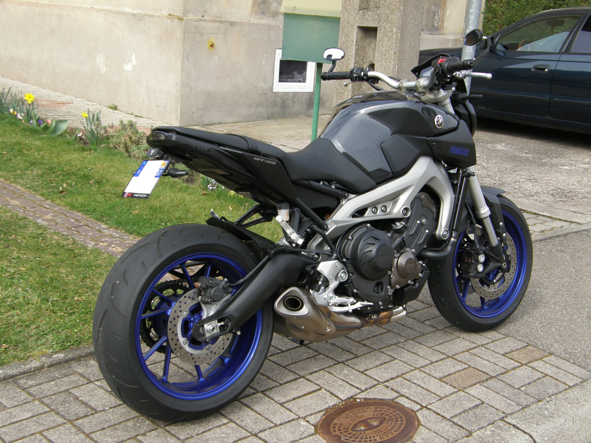 La MT-09 Race Blu du Kev 5n3p