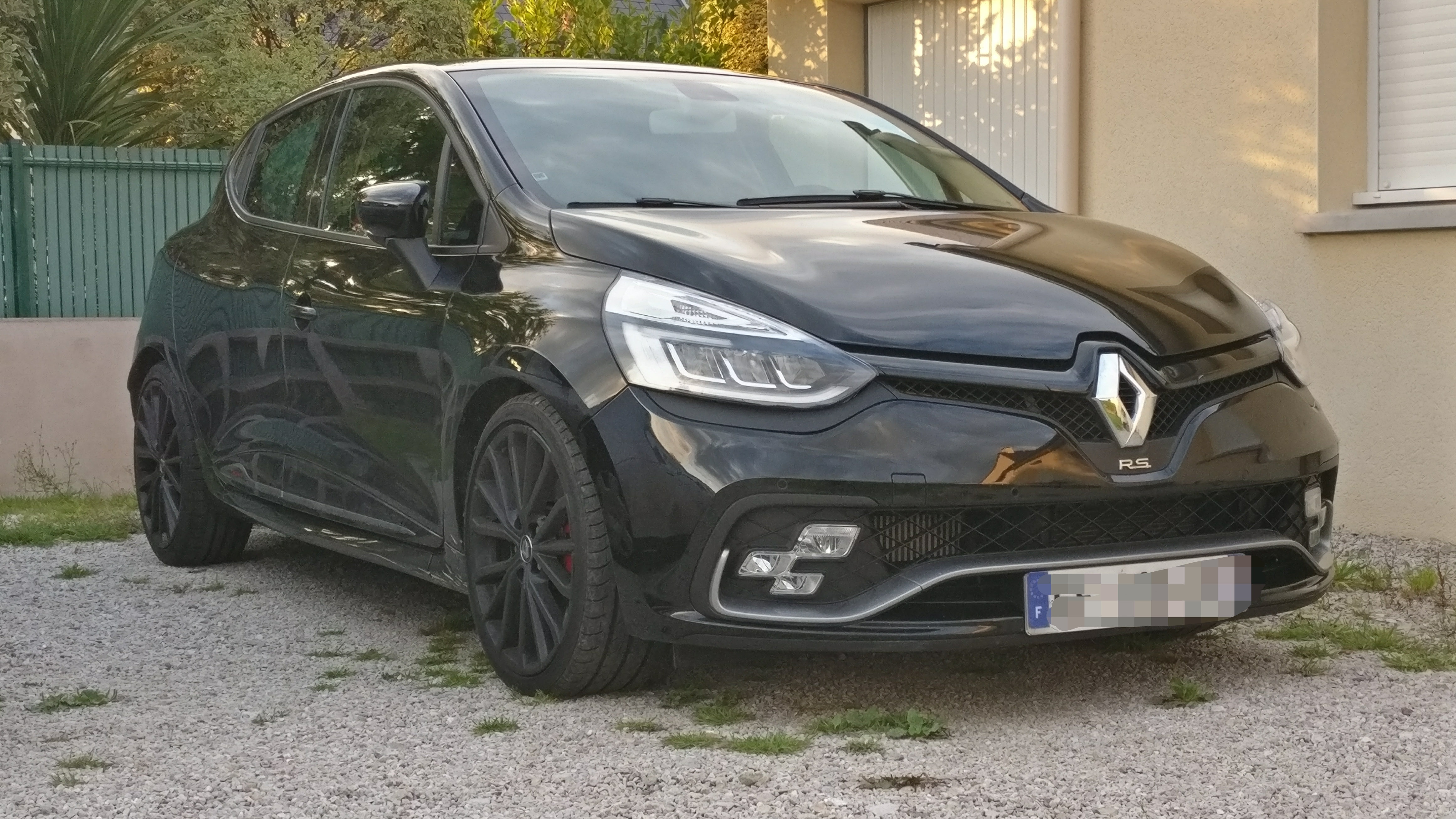 50 clio 4 rs trophy phase 2 de silidrone page 3 clio rs concept. Black Bedroom Furniture Sets. Home Design Ideas