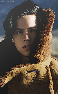 Cole Sprouse 42uj