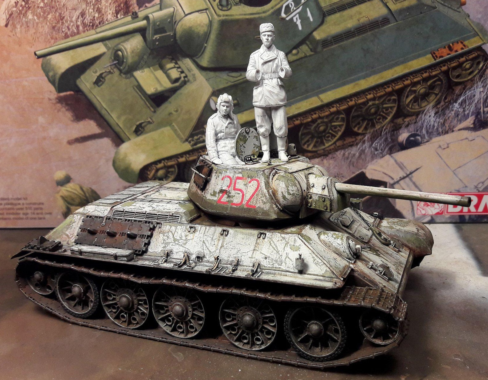 "T-34/76 ""Mickey Mouse"" - Page 2 Dxl4"