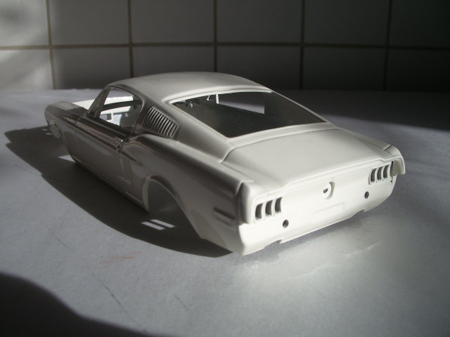 mustang GT 1968 version drag race au 1/25 de chez revell. 06vf