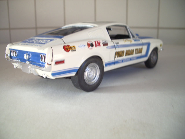 mustang GT 1968 version drag race au 1/25 de chez revell. 335x