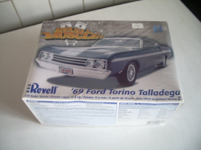 ford torino talladega 1970 de chez revell version drag race  Yvnl