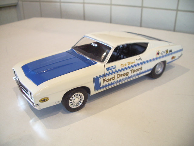 ford torino talladega 1970 de chez revell version drag race  Corh