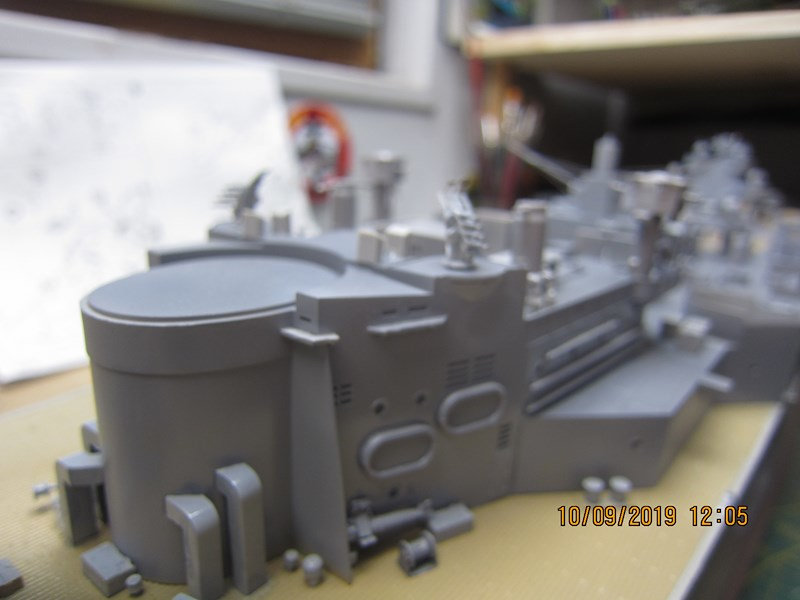 Le Hood 1/200 Trumpeter - Page 2 X3vj