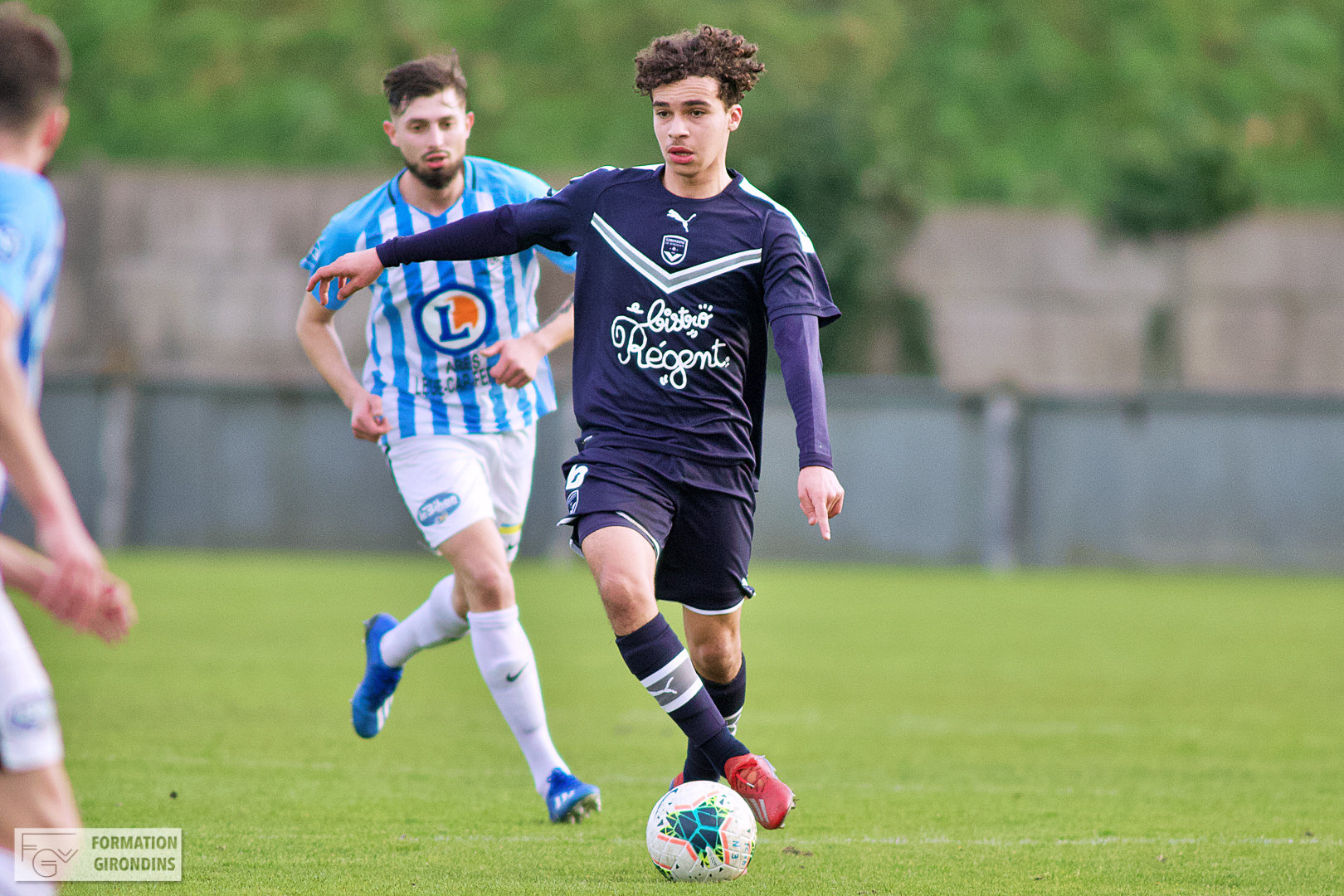 Cfa Girondins : Premier contrat professionnel pour Yassine Boujouama - Formation Girondins