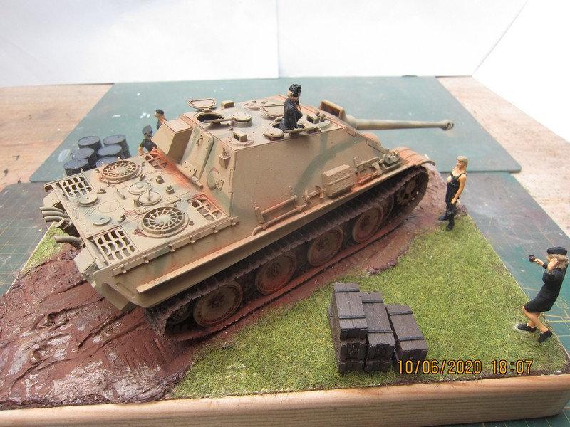 un Jagdpanther ............. Ccik