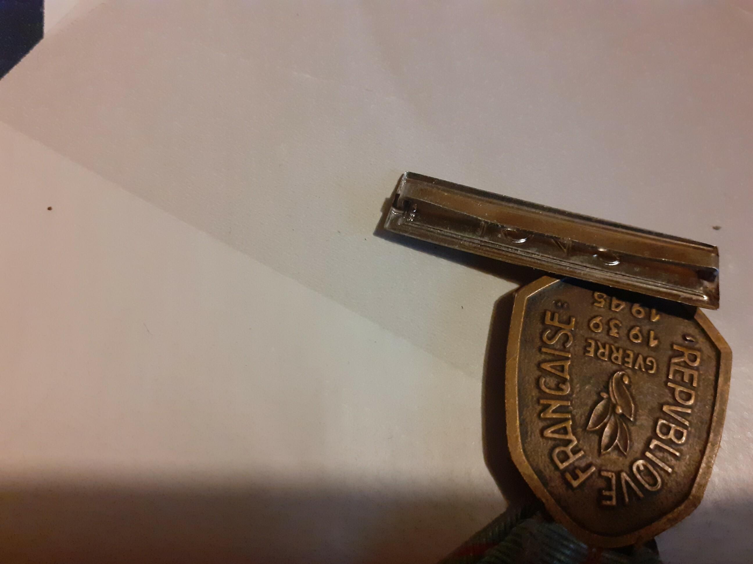 Médaille commémorative 39-45 avec agrafe Laos & Mékong Zf1r