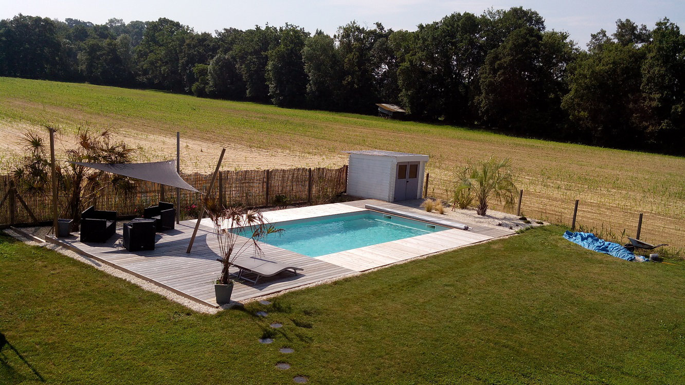 Piscine avec terrasse en bois am nagement min raux for Forum prix piscine